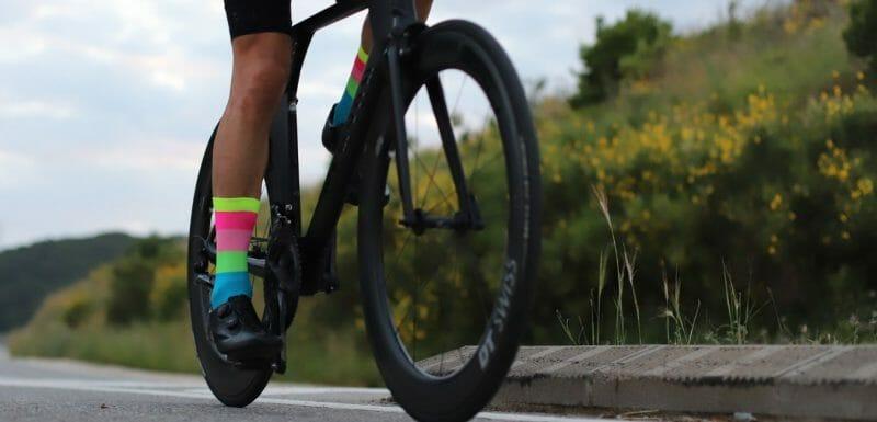 diferencias calcetines ciclismo y running