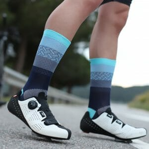 calcetines azules ciclismo